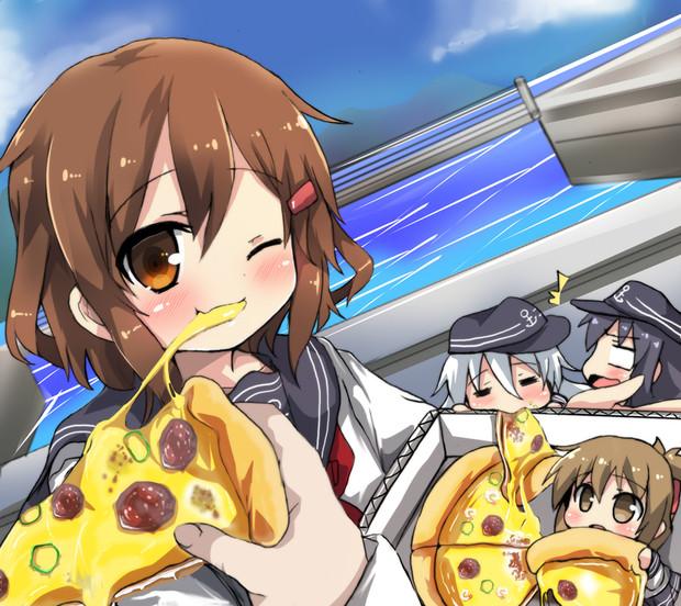 雷「じゃーん♪司令官ピザ届けにきたわ」