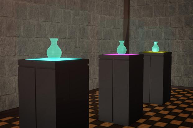 展示ケースと花瓶配布します