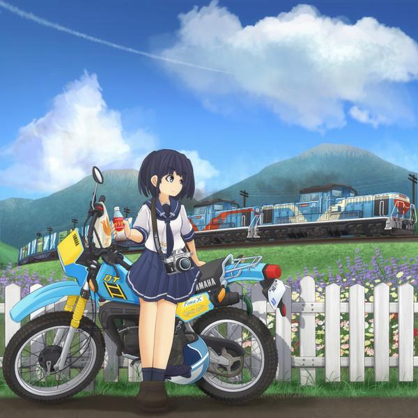 バイクと列車と夏の空