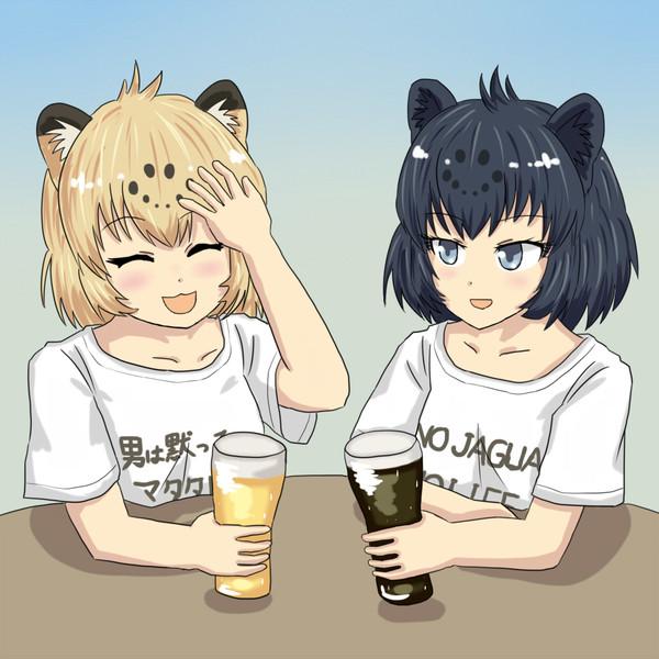 お酒を飲むジャガー姉妹