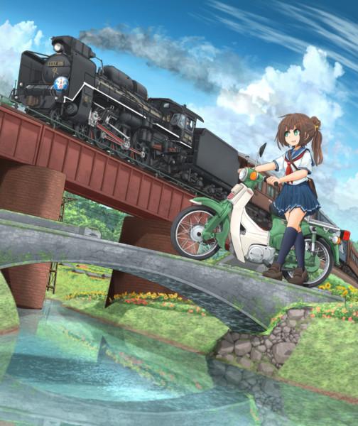 汽車と単車と夏の空